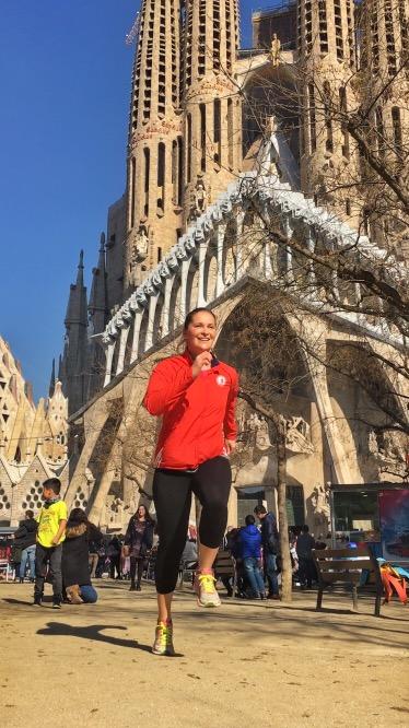 Running by la Sagrada familia